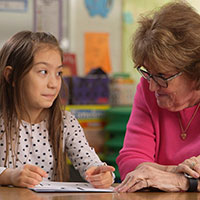 Reading expert providing intervention for kindergarten student